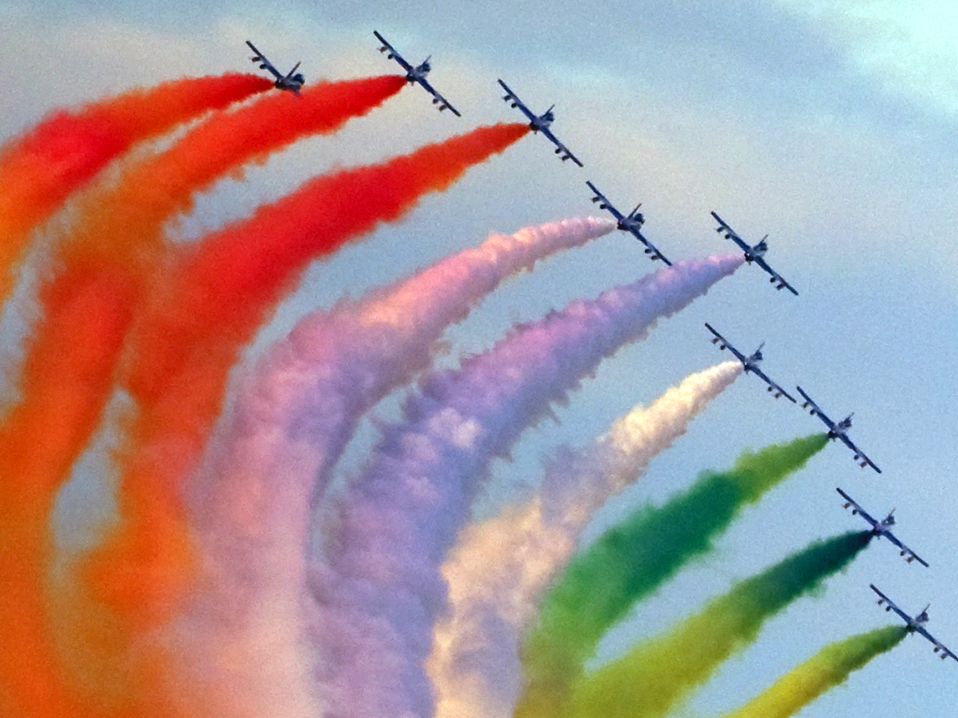 aircraft colored smoke airshow